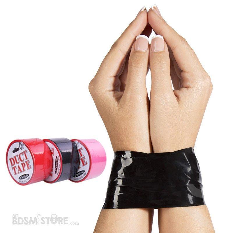 Cinta fetish para bondage efecto latex negra roja y rosa de manos modelo